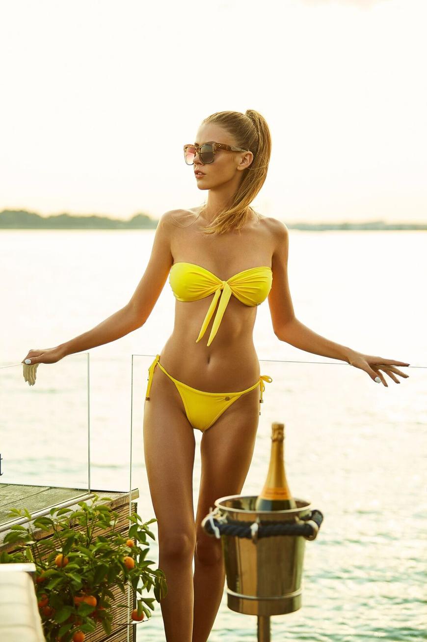 V hlavnej úlohe: Natália Frgelcová - Bikinies