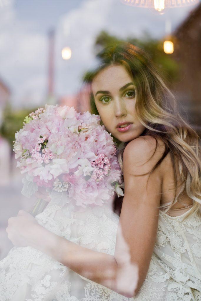 Svadobná sezóna: Luxusná svadba – dekor, make-up a šaty