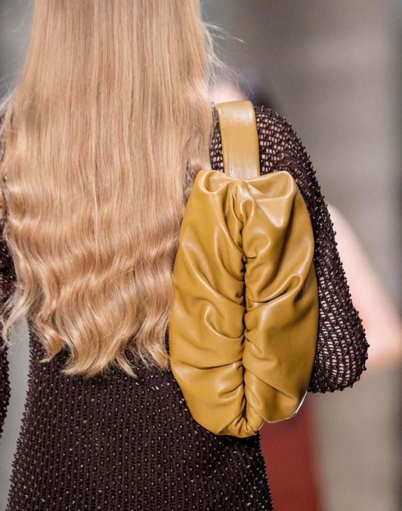 Bottega Veneta S/S 20: Dlhý kožený kabát ako must-have budúcej jari