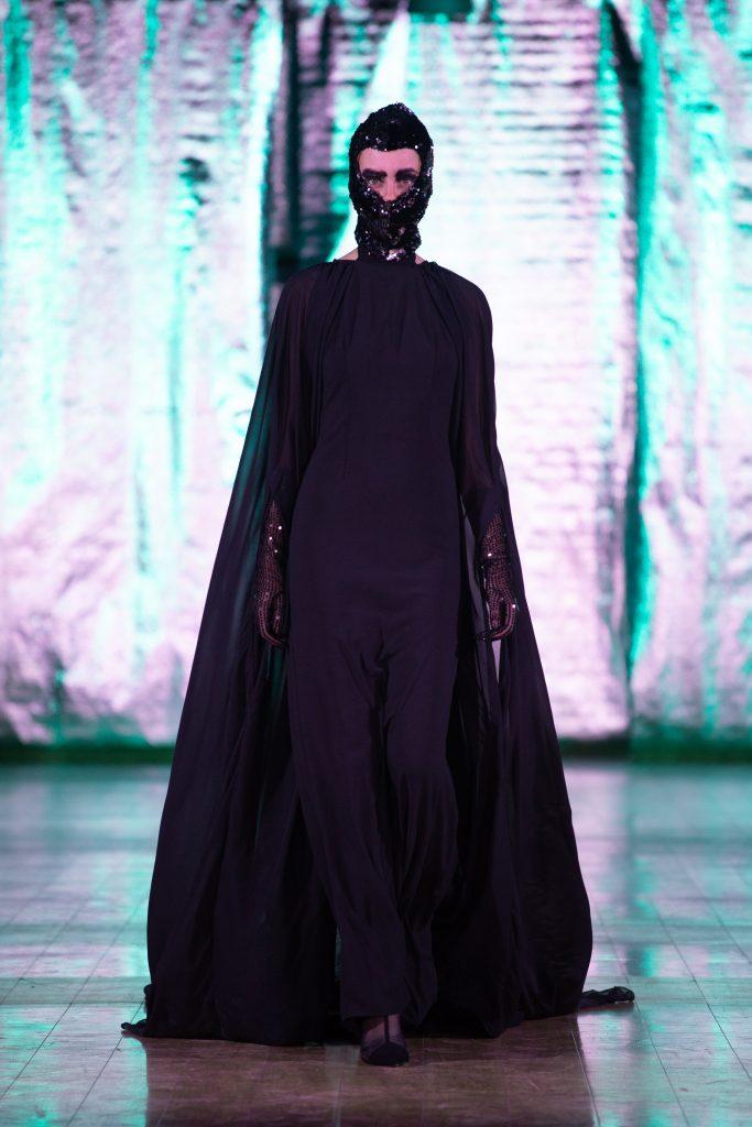 FASHION LIVE! Day #1: Dráma je dáma v čiernom