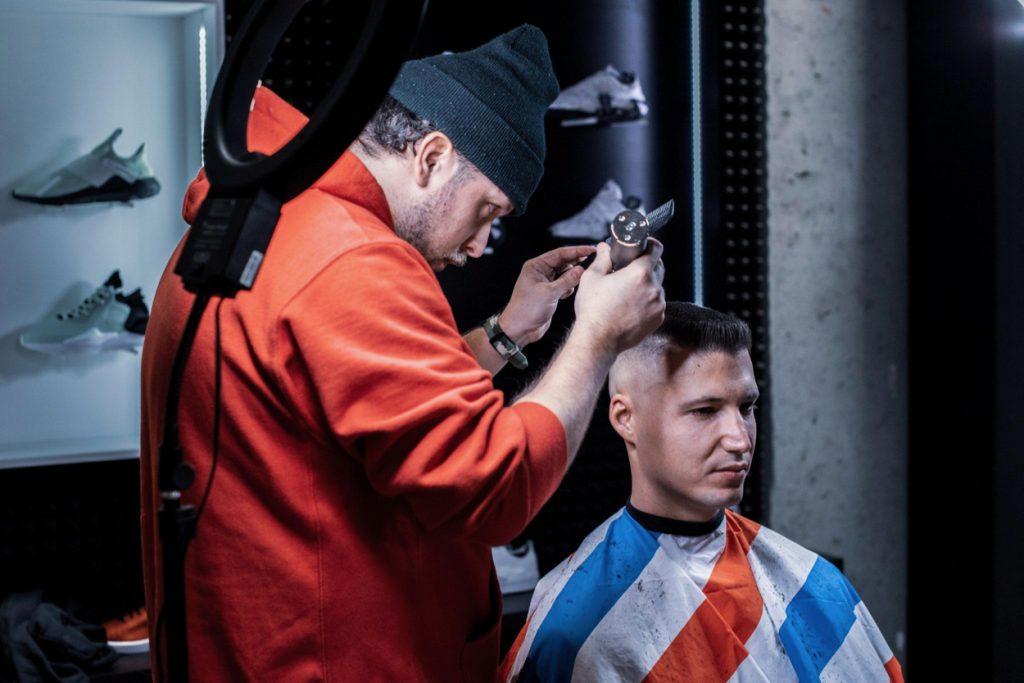 Footshop oslávil svoje 3. narodeniny s umelcami aj barberom, hlavným lákadlom bol surprise drop