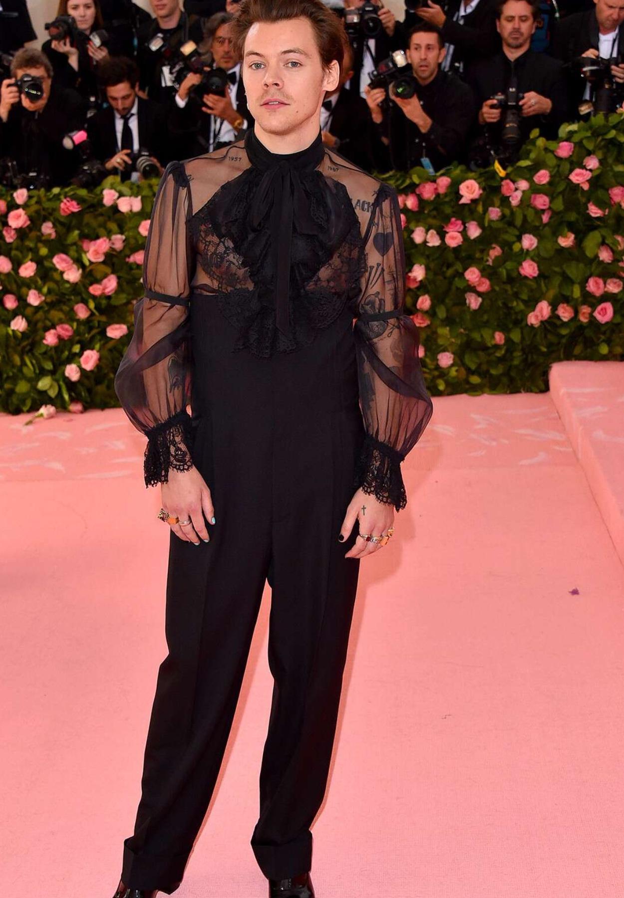 Harry Styles: Oceňovaný hudobník, kontroverzná módna ikona aj role model novej dekády