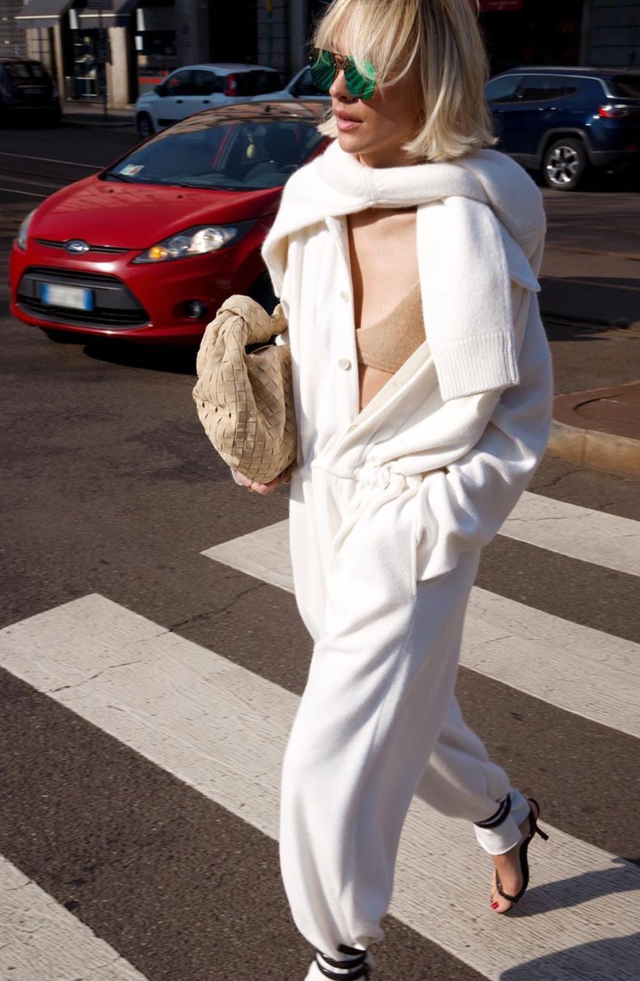 Oblecte-sa-do-bielej-2
