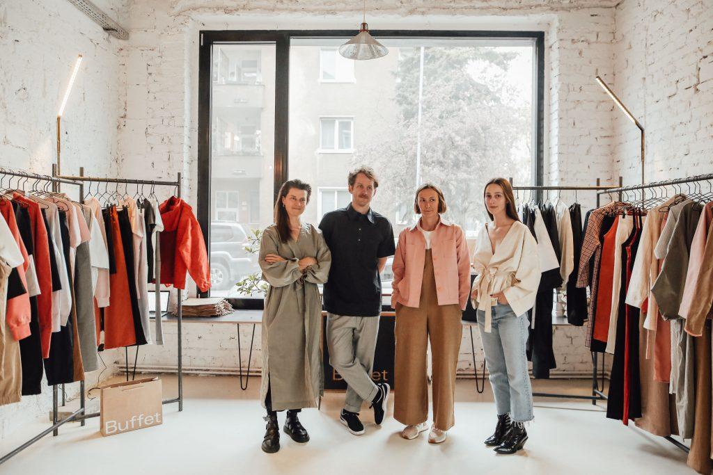 V Londýne začal svetový týždeň módy. Na historicky prvom digitálnom podujatí sa predstavia aj naši dizajnéri