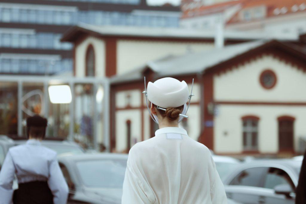 Začal Mercedes-Benz Prague Fashion Week. Pozrite sa na atmosféru z prvého dňa
