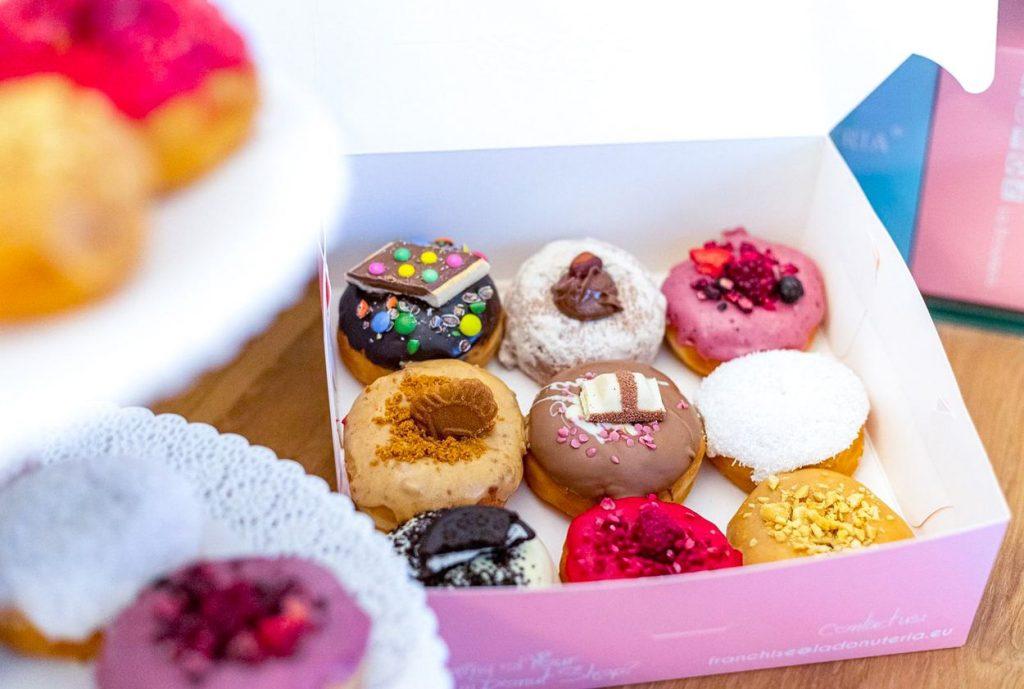 Chystáte svadbu? Očarte hostí s donutkovým candy barom
