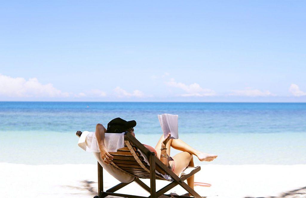 Čo si nesmiete zabudnúť zbaliť na dovolenku