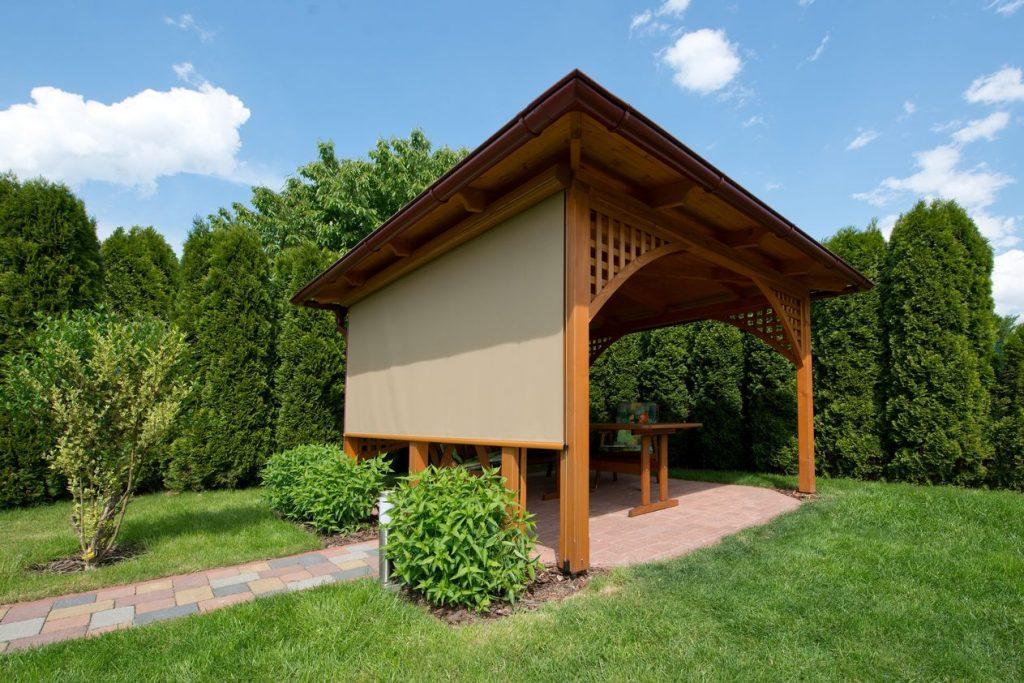Zvislé fasádne clony – moderný doplnok každého domu