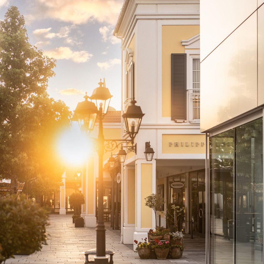 Prechádzka ako v európskych metropolách: Letné nočné nákupy v Designer Outlet Parndorf - každý štvrtok a piatok do 21:00h